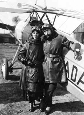 1923 nungesser et consuelo devant un morane saulnier orly